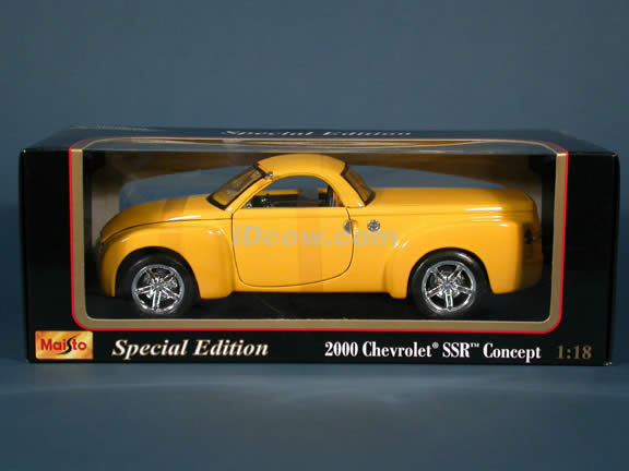 2000 Chevrolet SSR Concept diecast model car 1:18 scale die cast by Maisto - Yellow