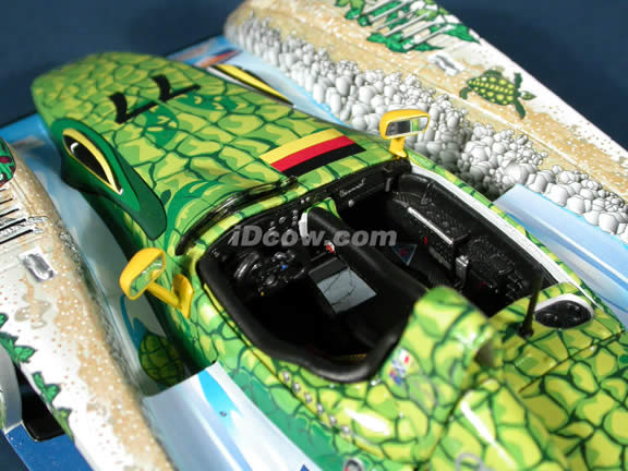 2000 Audi R8 Crocodile #77 Adelaide Winner diecast model race car 1:18 scale die cast by Maisto