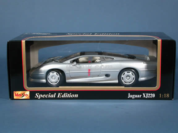 1992 Jaguar XJ220 diecast model car 1:18 scale die cast by Maisto - Silver