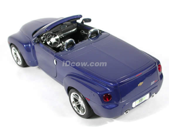 2004 Chevrolet SSR Production diecast model car 1:18 scale die cast by Maisto - Blue