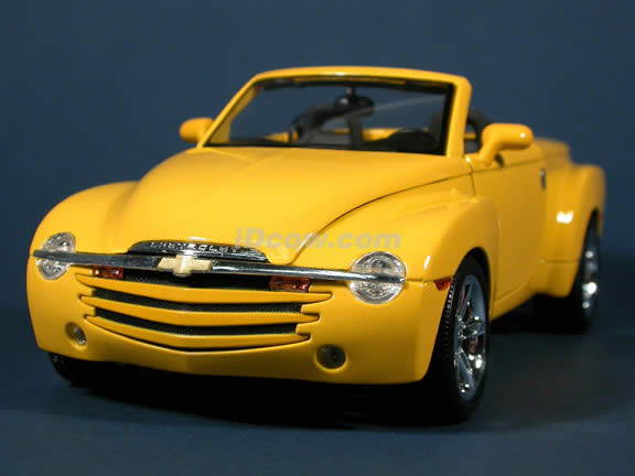 2004 Chevrolet SSR diecast model car 1:18 scale die cast by Maisto - Yellow