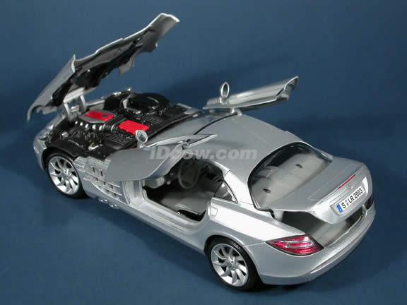 2005 Mercedes Benz McLaren SLR diecast model car 1:18 scale die cast by Maisto - Silver