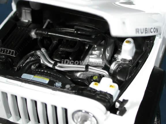 2004 Jeep Wrangler Rubicon diecast model car 1:18 scale die cast by Maisto - White