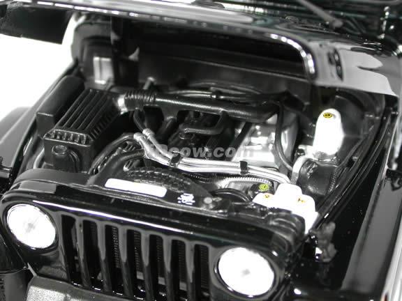 2004 Jeep Wrangler Sahara diecast model car 1:18 scale die cast by Maisto - Black