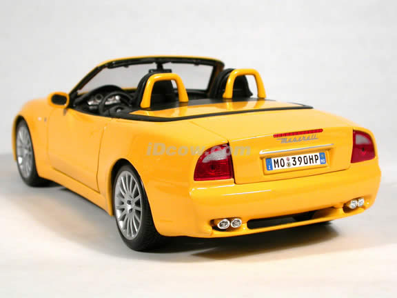 2004 Maserati Spyder diecast model car 1:18 scale die cast by Maisto - Yellow