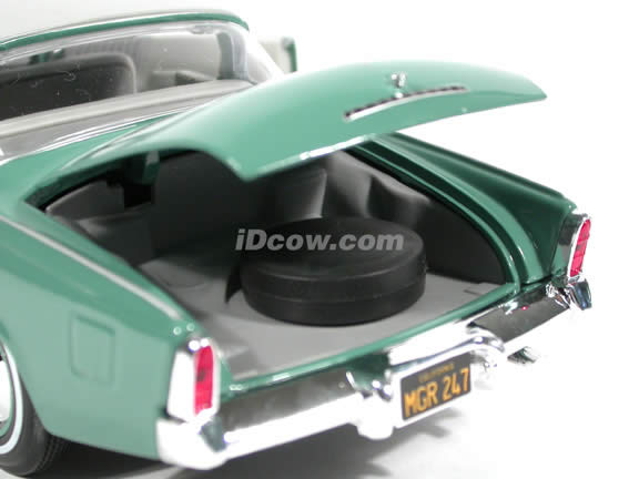 1953 Studebaker Starliner diecast model car 1:18 scale die cast by Maisto - Pale Green