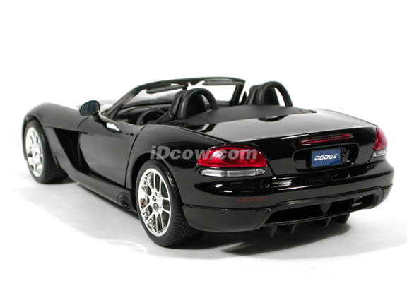 2003 Dodge Viper diecast model car 1:18 scale die cast by Maisto - Black