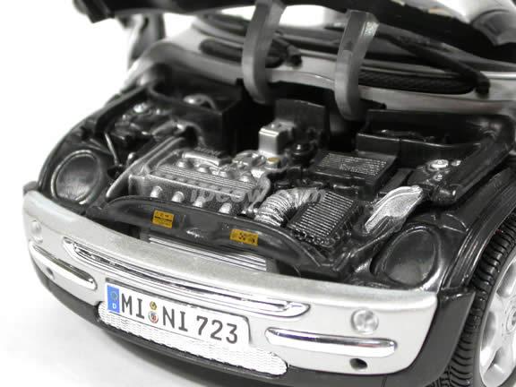 2001 Mini Cooper diecast model car 1:18 scale die cast by Maisto - Silver