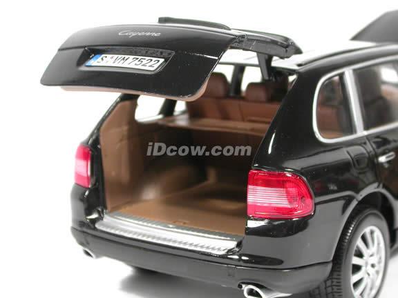 2003 Porsche Cayenne diecast model car 1:18 scale die cast by Maisto - Black