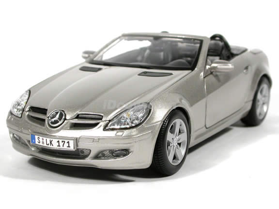 2005 Mercedes Benz SLK diecast model car 1:18 scale die cast by Maisto - Silver