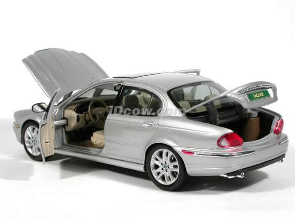 2001 Jaguar X-Type diecast model car 1:18 scale die cast by Maisto - Silver