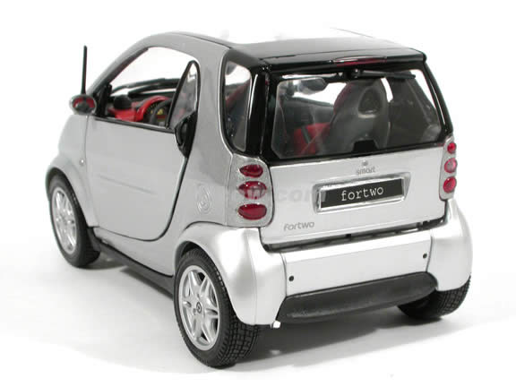 2000 Smart Fortwo diecast model car 1:18 scale die cast by Maisto - Silver and Red