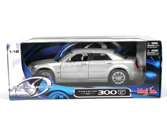 2005 Chrysler 300 C diecast model car 1:18 scale die cast by Maisto - Silver