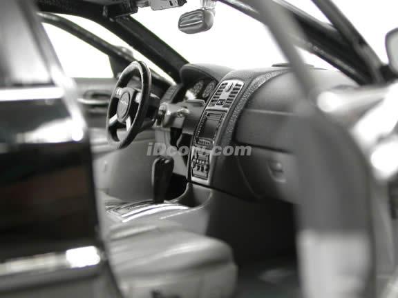 2005 Chrysler 300 C diecast model car 1:18 scale die cast by Maisto - Black