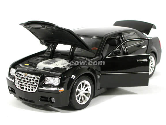 2005 Chrysler 300 C diecast model car 1:18 scale die cast by Maisto - Black