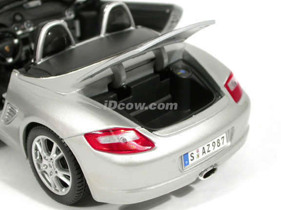 2005 Porsche Boxster diecast model car 1:18 scale die cast by Maisto - Silver