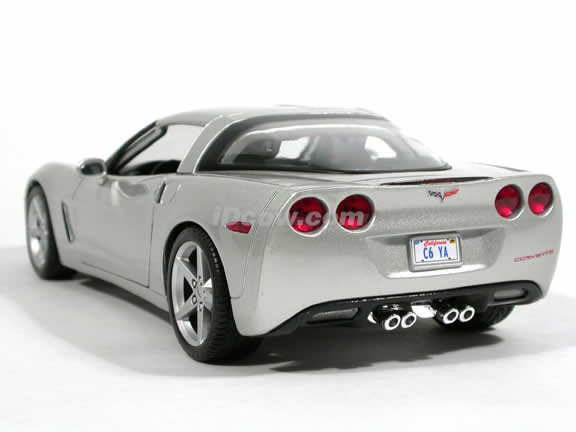 2005 Chevrolet Corvette diecast model car 1:18 scale die cast by Maisto - Silver 31117
