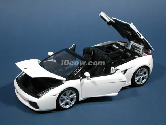 2006 Lamborghini Gallardo Spyder diecast model car 1:18 scale die cast by Maisto - White 31136