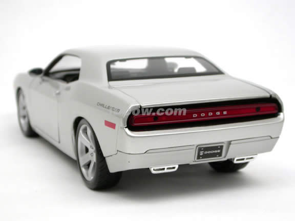 2006 Dodge Challenger Concept diecast model car 1:18 scale die cast by Maisto - Silver 36138