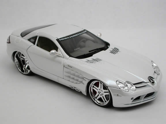 2006 Mercedes Benz McLaren SLR diecast model car 1:18 scale die cast by Maisto Playerz - Pearl White 31068