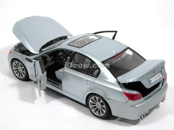 2007 BMW M5 diecast model car 1:18 scale by Maisto - Silver 31144