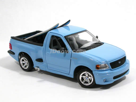 2000 Ford SVT F-150 Lightning diecast model truck 1:18 scale die cast by Maisto - Baby Blue 31141