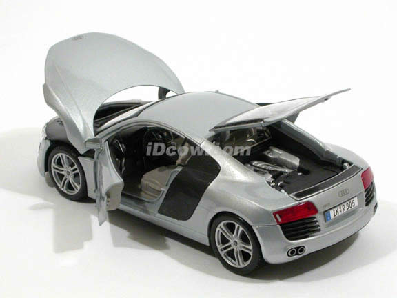 2008 Audi R8 diecast model car 1:18 scale die cast by Maisto - Silver 36143