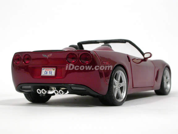 2005 Chevrolet Corvette Convertible diecast model car 1:18 scale die cast by Maisto - 31137 Metallic Red