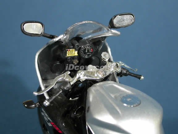 2003 Yamaha YZF-R1 Model Diecast Motorcycle 1:12 die cast by NewRay - Silver Black