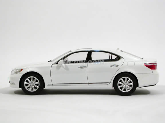 2008 Lexus LS460 diecast model car 1:18 scale die cast by Norev - White 188103