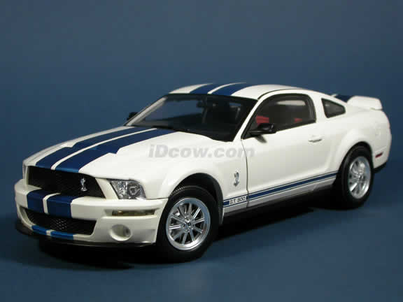 2007 Ford Mustang Shelby GT500 diecast model car 1:18 scale die cast by Shelby Collectibles - White 75002