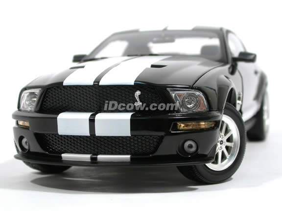 2007 Ford Mustang Shelby GT500 diecast model car 1:18 scale die cast by Shelby Collectibles - Black White 75009