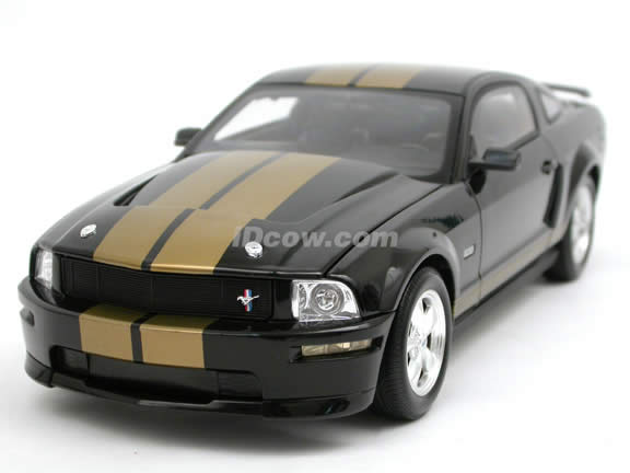 2006 Ford Mustang Shelby GT-H diecast model car 1:18 scale die cast by Shelby Collectibles - Black and Gold Stripes 00169