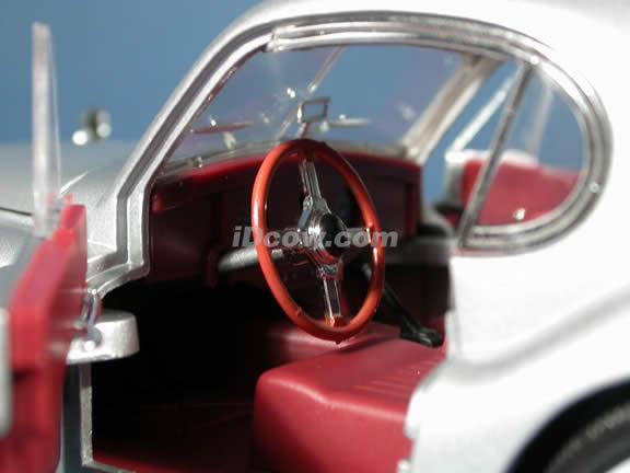 1949 Jaguar XK120 diecast model car 1:18 scale die cast by Signature Models - Silver