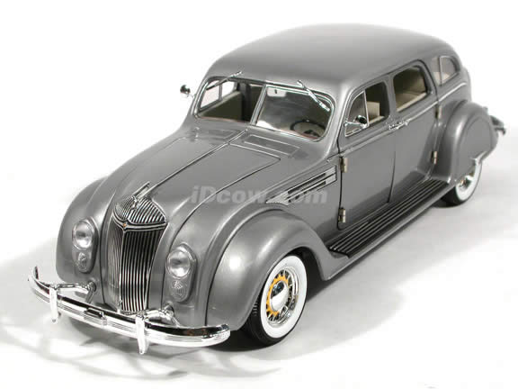 1936 Chrysler Airflow diecast model car 1:18 scale die cast by Signature Models - Silver