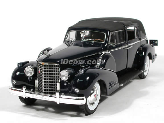 1938 Cadillac Fleetwood V16 diecast model car 1:18 scale die cast by Signature Models - Deep Blue