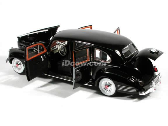 1941 Packard Limousine diecast model car 1:18 scale die cast by Signature Models - Black