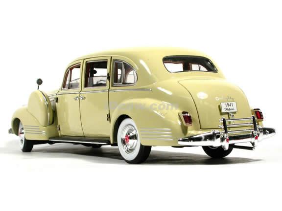 1941 Packard Limousine diecast model car 1:18 scale die cast by Signature Models - Cream