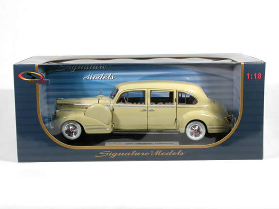 1941 Packard Limousine diecast model car 1:18 scale die cast by Signature Models - Cream