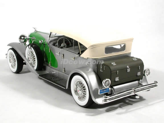1934 Duesenberg diecast model car 1:18 scale die cast by Signature Models - Silver Green