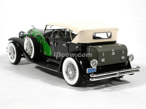 1934 Duesenberg diecast model car 1:18 scale die cast by Signature Models - Black Green