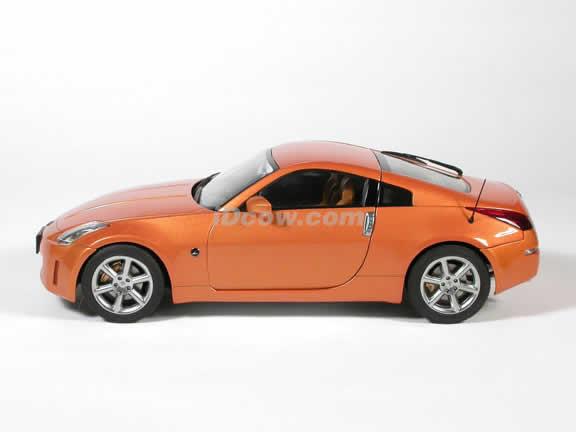 2003 Nissan 350Z diecast model car 1:18 scale die cast by AUTOart - Orange