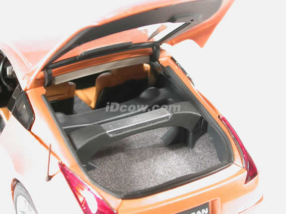 2003 Nissan 350Z diecast model car 1:18 scale die cast by AUTOart - Orange