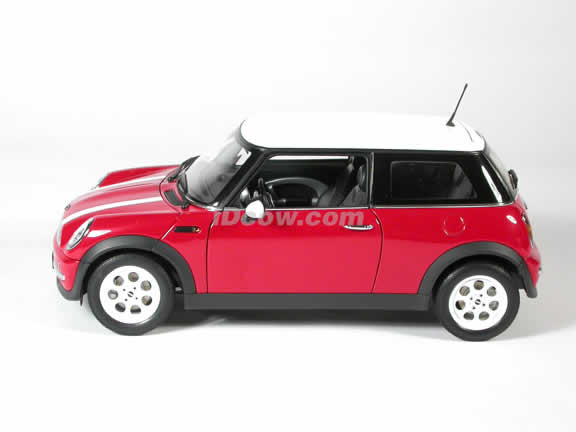2003 Mini Cooper diecast model car 1:18 scale die cast by AUTOart - Red & White Stripes