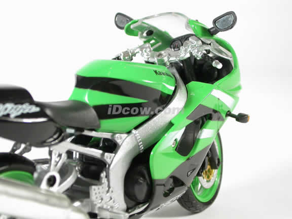 Kawasaki ZX-9R Model Diecast Motorcycle 1:12 die cast by NewRay - Green