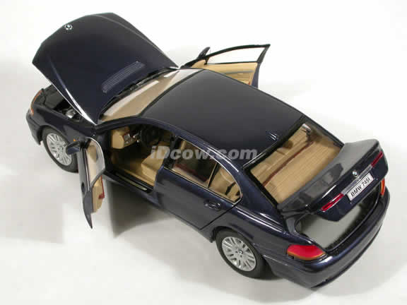 2002 BMW 745i diecast model car 1:18 scale die cast by Welly - Dark Blue
