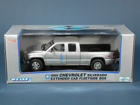 1999 Chevy Silverado Extended Cab diecast model truck 1:18 scale die cast by Welly - Silver