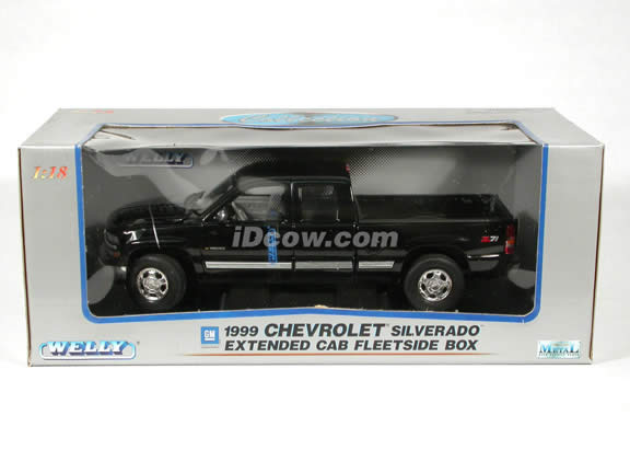 1999 Chevy Silverado Extended Cab diecast model truck 1:18 scale die cast by Welly - Black