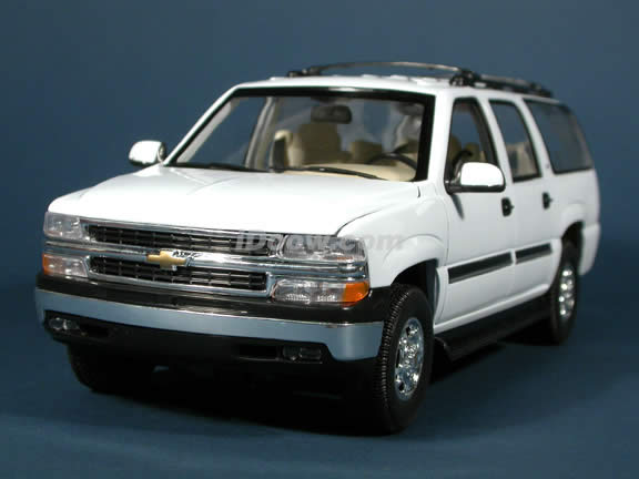 2001 Chevrolet Suburban diecast model truck 1:18 scale die cast by Welly - White