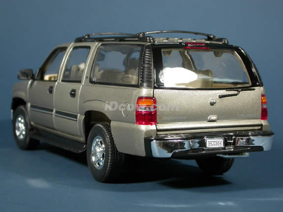 2001 Chevrolet Suburban diecast model truck 1:18 scale die cast by Welly - Sand Silver